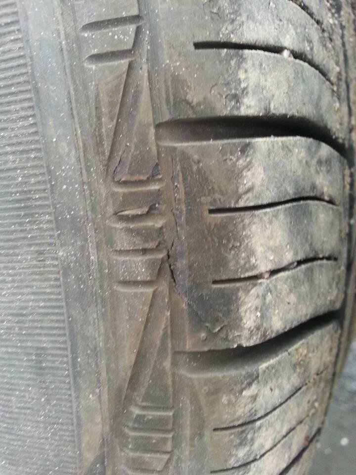 轮胎出现严重裂纹_搜狐汽车投诉