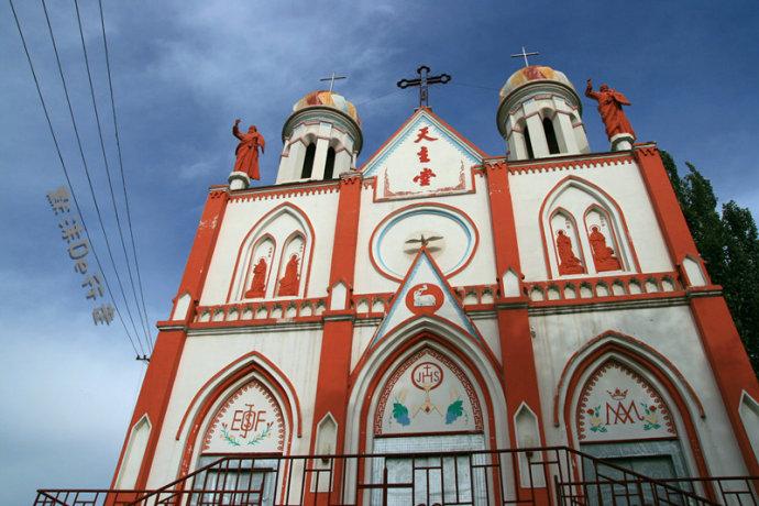 坐落在伊宁市飞机场路上的天主教堂