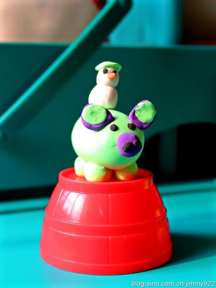 趣味彩泥:骑猪的小雪人