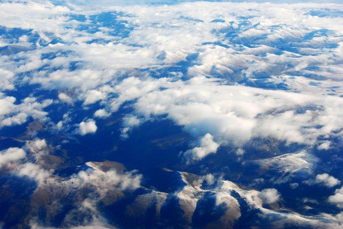 很像天气预报的卫星云图;-云层之上,遥望青藏高原图片