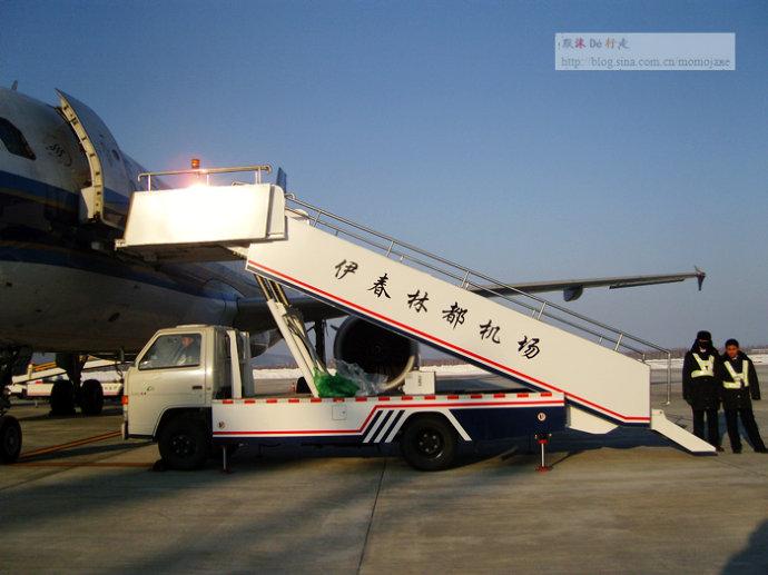北京飞伊春的航班,经停哈尔滨.