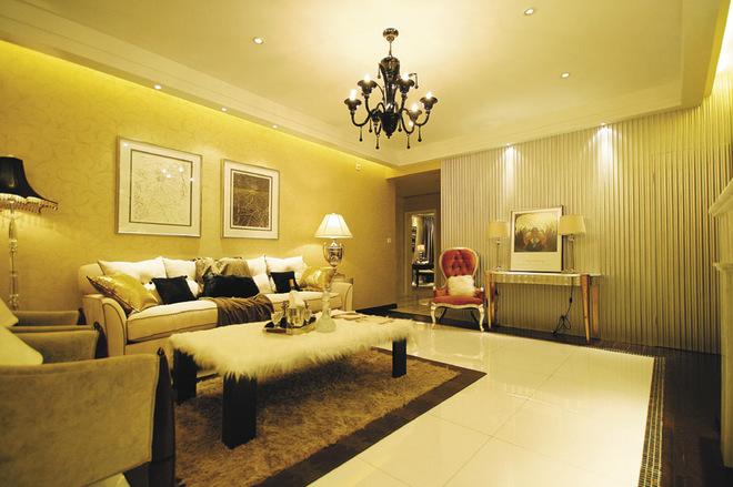 运用新欧式元素,配合壁炉,欧式素线,构造一个舒适高贵的居室环境.
