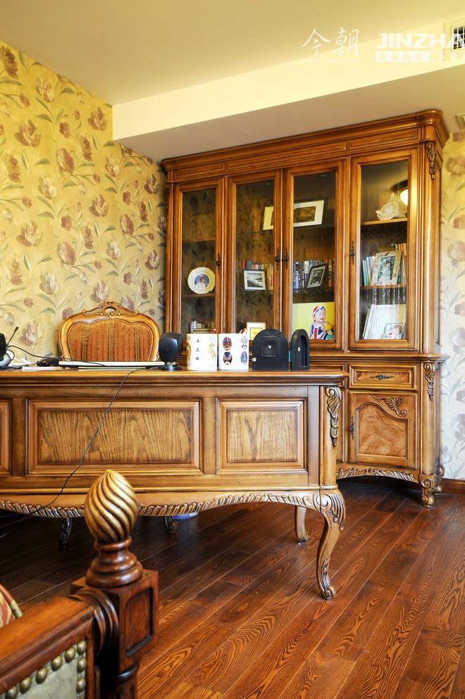 客厅胡桃木家具配窗帘