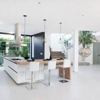 不断给人惊喜的纯白色现代住宅