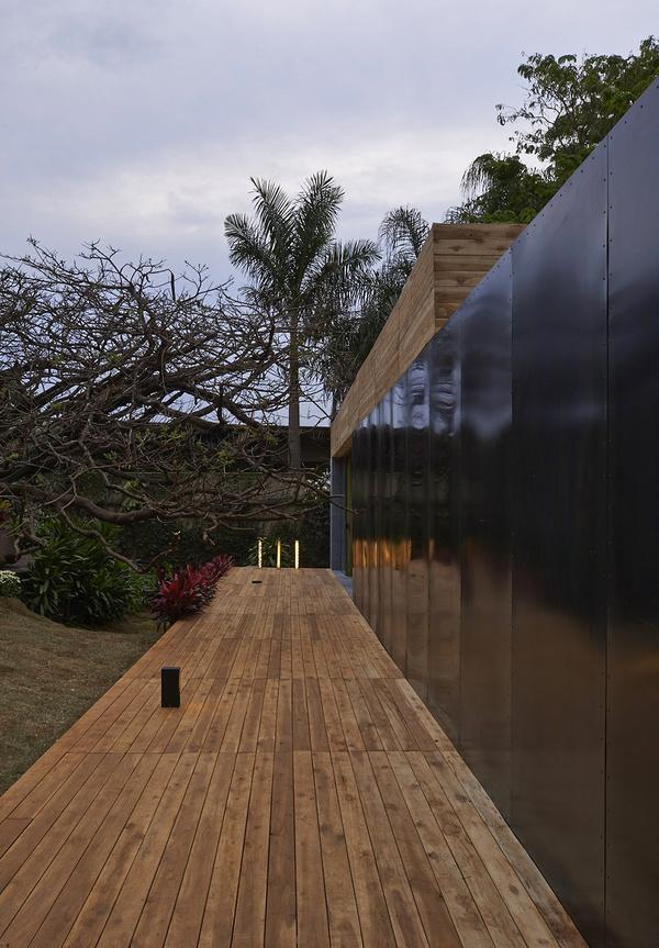 巴西乡村田园大自然系木质别墅装修效果图