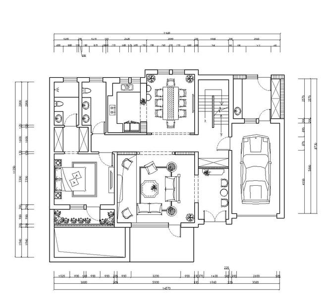 因此设计师为业主选择了长方形简欧风格餐桌,将功用性较小的别墅配饰图片