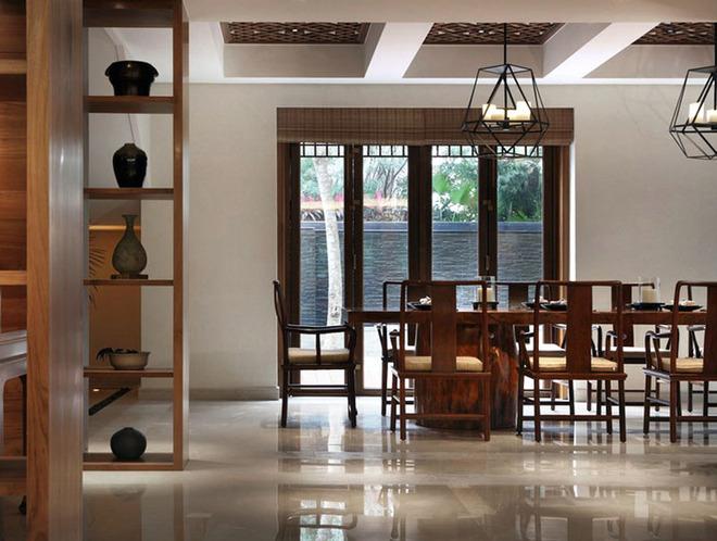 古韵飘香,典雅精致。在茶楼仿古装修设计中通过对于茶楼装修设计的设计,经过经典的中式建筑材料和元素,在茶楼中起到更多的氛围渲染效果。中式茶楼极富人文雅韵。茶是原产自我国的饮料,在我国拥有着悠久的饮茶史。茶作为文化源远流长,展现在不仅是茶具茶道上,同时也展现在茶楼上。