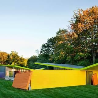 颜色如调色板般丰富多彩的小屋