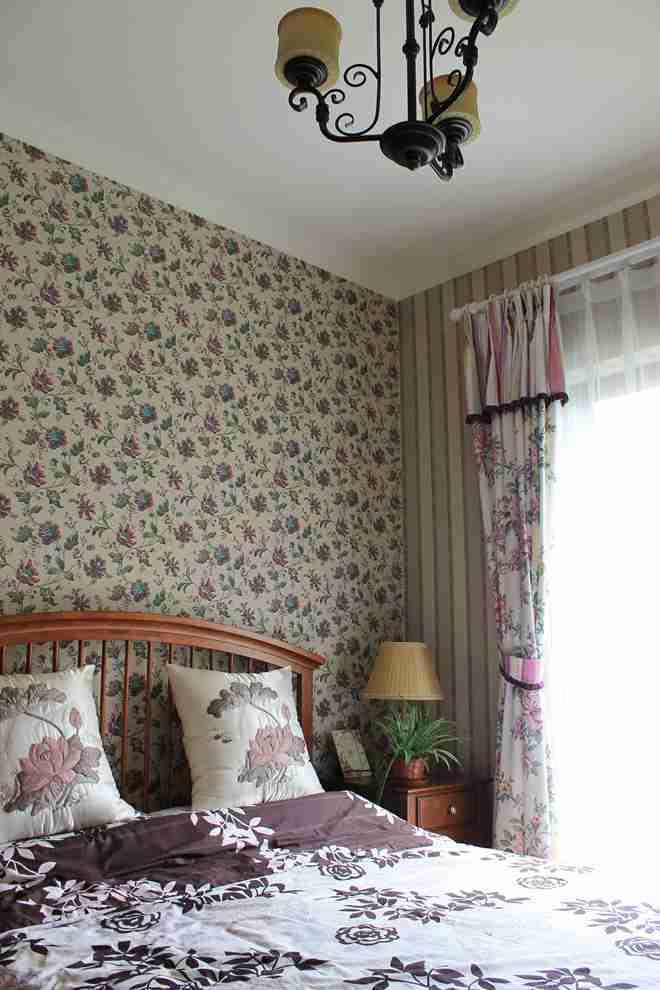 卧室实木复合地板;卫生间仿古砖材质