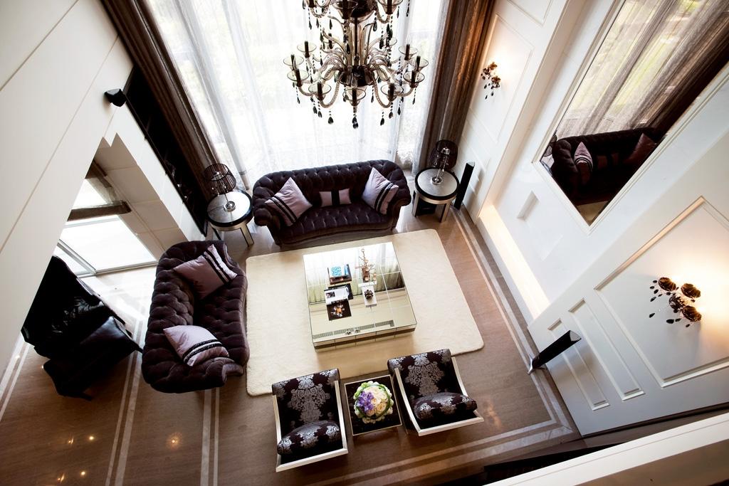 奢华三居220平欧式别墅客厅沙发茶几灯具装修效果图
