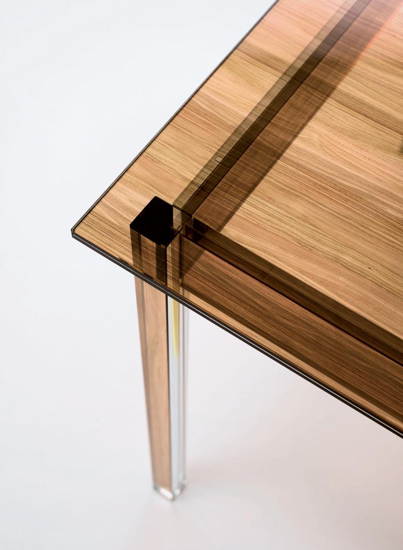 gilad的木质纹理玻璃桌
