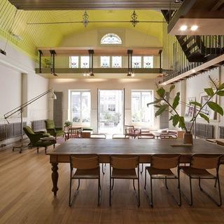 旧学校大厅改造的理想住宅 充满清新活力