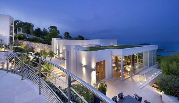 白色欧式豪华别墅外观