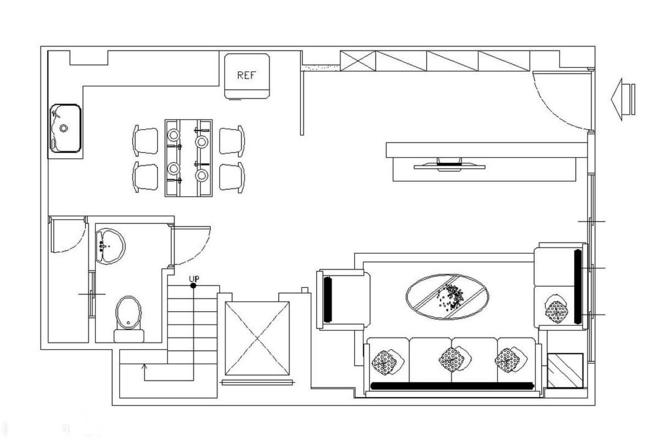 在带有华丽感的空间,铺述简约而不繁复的线条,用现代新古典的语汇,擘划这间拥有四层楼的电梯宅邸。朴舍设计团队透过与屋主沟通与观察,让每一个楼层都拥有它独一无二的美感及面貌。甫入玄关,菱格线条的茶镜墙面,製造迎宾氛围,同时它也兼具隐藏变电箱的功能。 转至客厅,沙发背墙以古典、对称的线板展现空间质韵,电视墙则使用仿石材磁砖,不但方便清洁,其独有的肌理更刻划细腻质感。来到主卧室,设计师创造符合需求的情境空间,优美的线板作為柜面表现,白净的色调搭配胡桃木地板,达到画龙点睛的效果。 房屋平数:215平 设计风格:新古