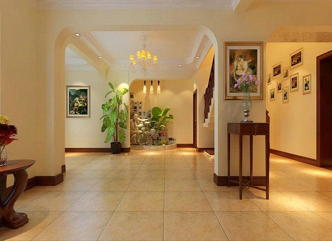 业主背景:业主从事商业,风险投资。比较喜欢浅色欧式的风格,所以设计师把别墅定位为新中式风格。 设计说明: 一层客厅:中式木雕、屏风,茶室,大理石电视背景墙,木雕吊顶 设计理念:客厅往往是最显示一个人的个性和品位。在一个家庭中,客厅是连接内外和沟通客主情感的主要场所。设计时造型较多,围绕着中式古朴,以深色和淡黄色为主调。整个风格古朴。 一层过道:木雕吊顶,玄关中式 设计理念:中式镂空窗框演绎出线性动感,深色的中式色彩画面显出精致的韵味、浅色地砖的朦胧映出细巧的心思。 一层影像视:隐藏式投影仪,幕布,凸凹式吊