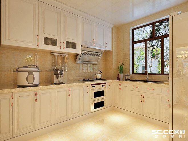 黄色瓷砖和白色橱柜,突出了橱柜的干净