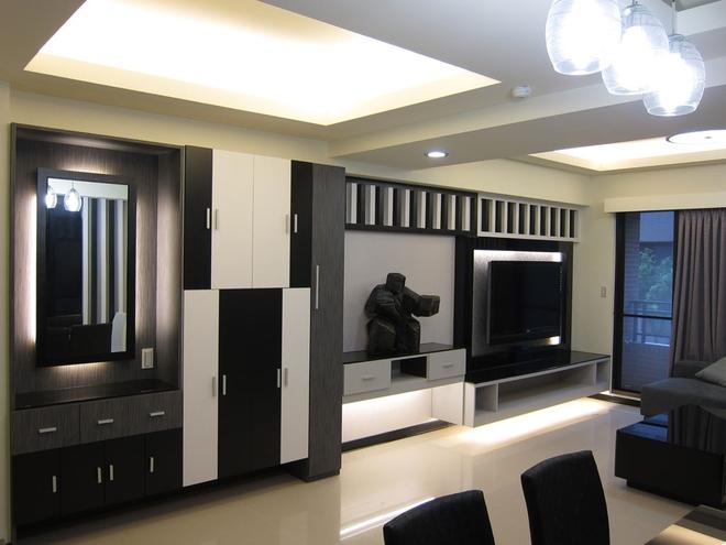 天花板使用层板创造层次感,间接照明除了点亮居家,也有延伸视觉的作用图片