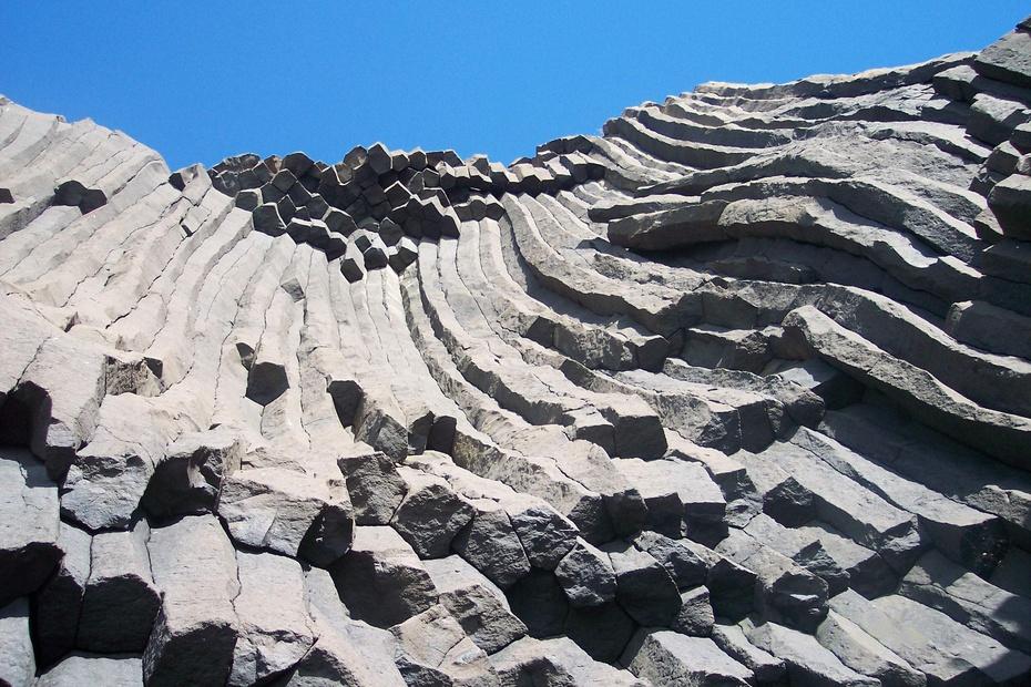 火山国家地质公园(简称漳州火山公园)位于福建省漳州市漳浦县前亭镇