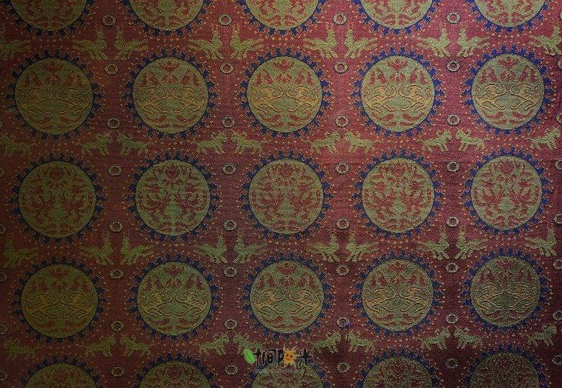 宋元图案多温婉秀丽,此时的蜀锦有显贵作墙纸的功用.
