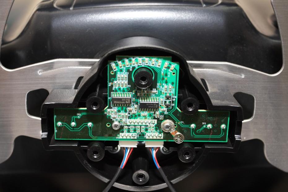 拆下电路板上的两个小螺丝,后背有一个主轴的接线座.