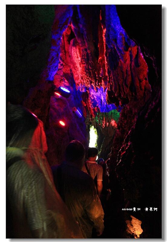 走出水帘洞,从瀑布的另一侧再一次看到黄果树的全景.   走高清图片
