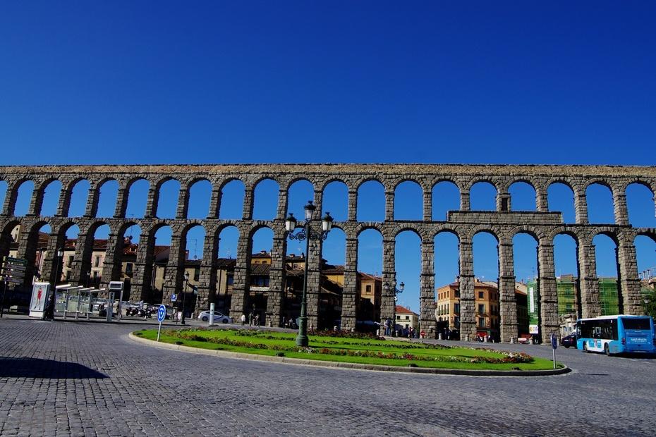拱结构的出现在古代世界的建筑史中是一件革命性的