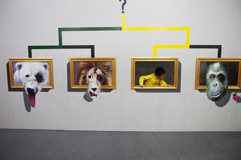 3d画,是画家在墙面或地面上绘出的作品,再利用光的反射和空间透视,让