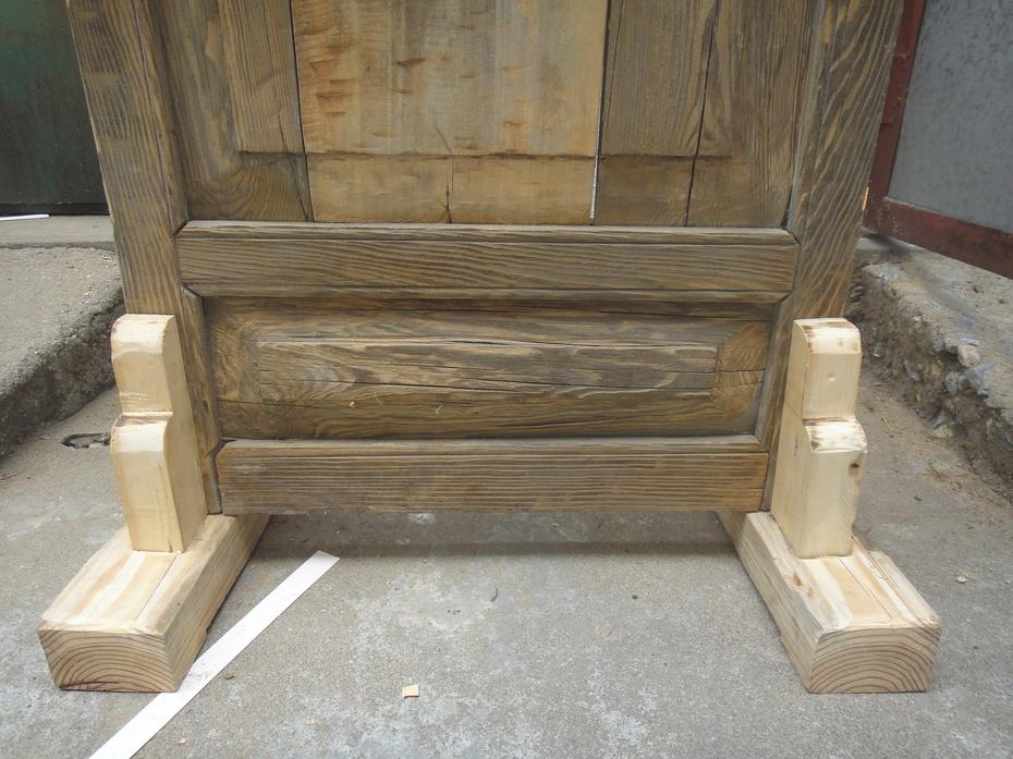 给它做了个木头底座