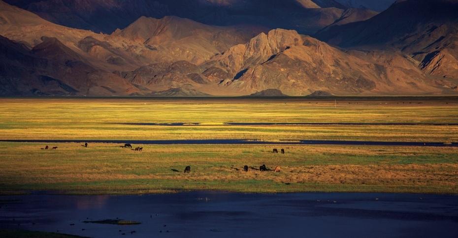 2013年7月刊:与天堂偶遇 幻影班公湖 - 西藏人文地理 - 《西藏人文地理》