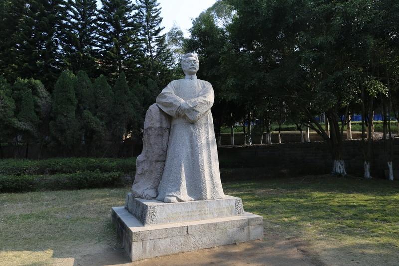 p19 鲁迅雕像