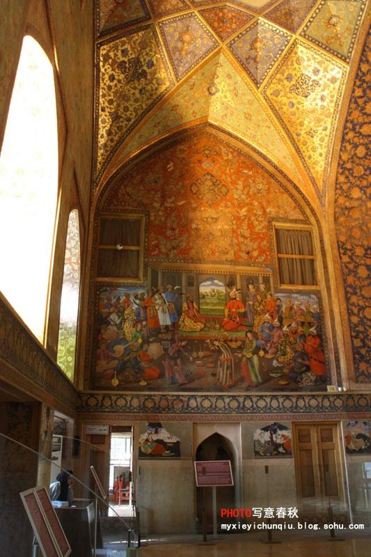 宫殿内金碧辉煌的壁画图片
