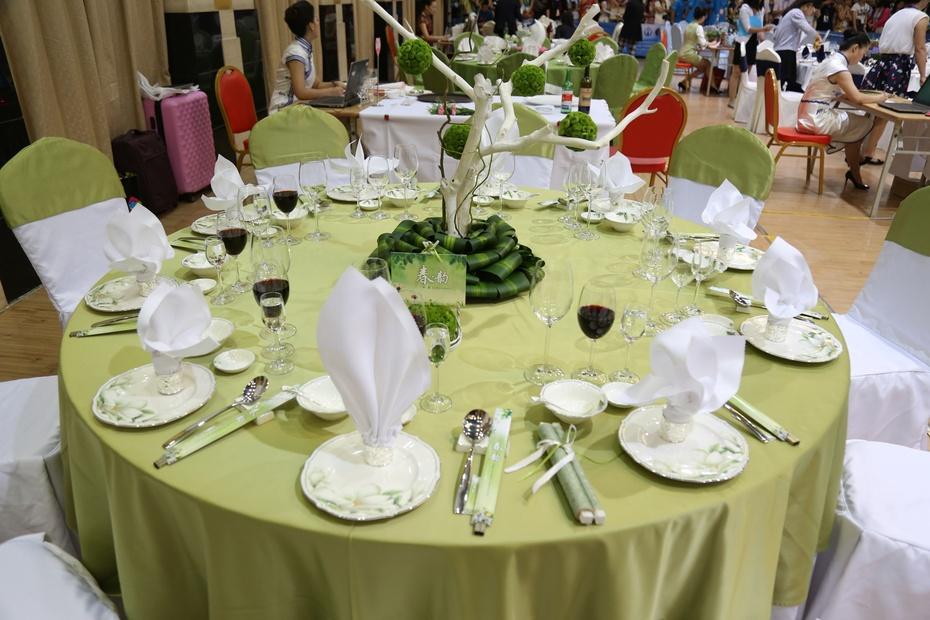 中餐宴会摆台,餐巾折花,斟酒,主题设计思想解析及菜单分析.图片
