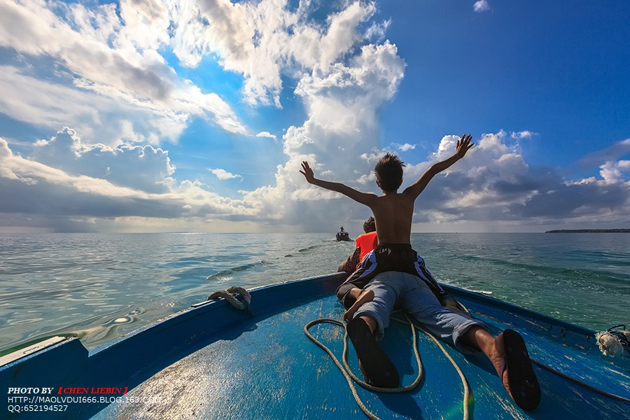 4,迎向阳光和大海的姿势充满激情,让人忍不住感动
