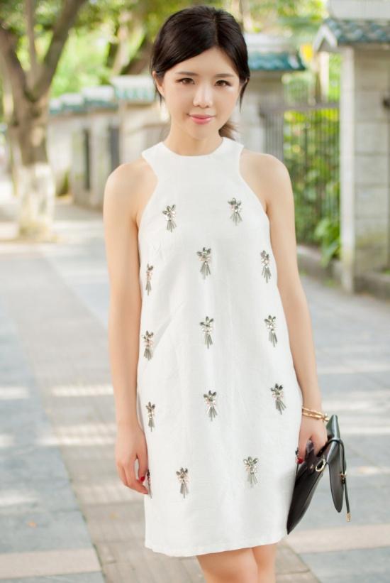 【服饰】白色迷情,钉珠OP连衣裙。