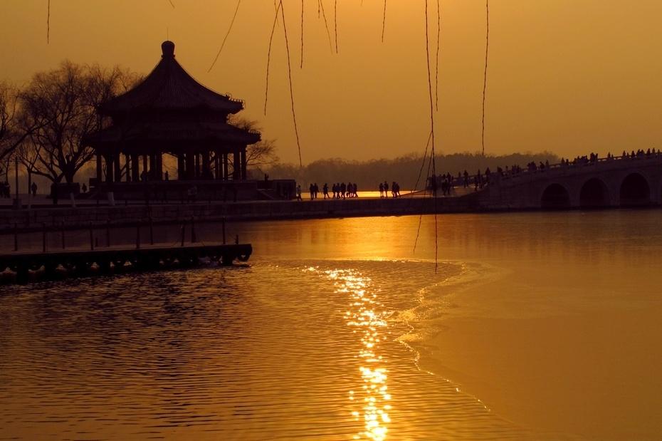 昆明湖是清代皇家诸园中最大的湖泊,湖中