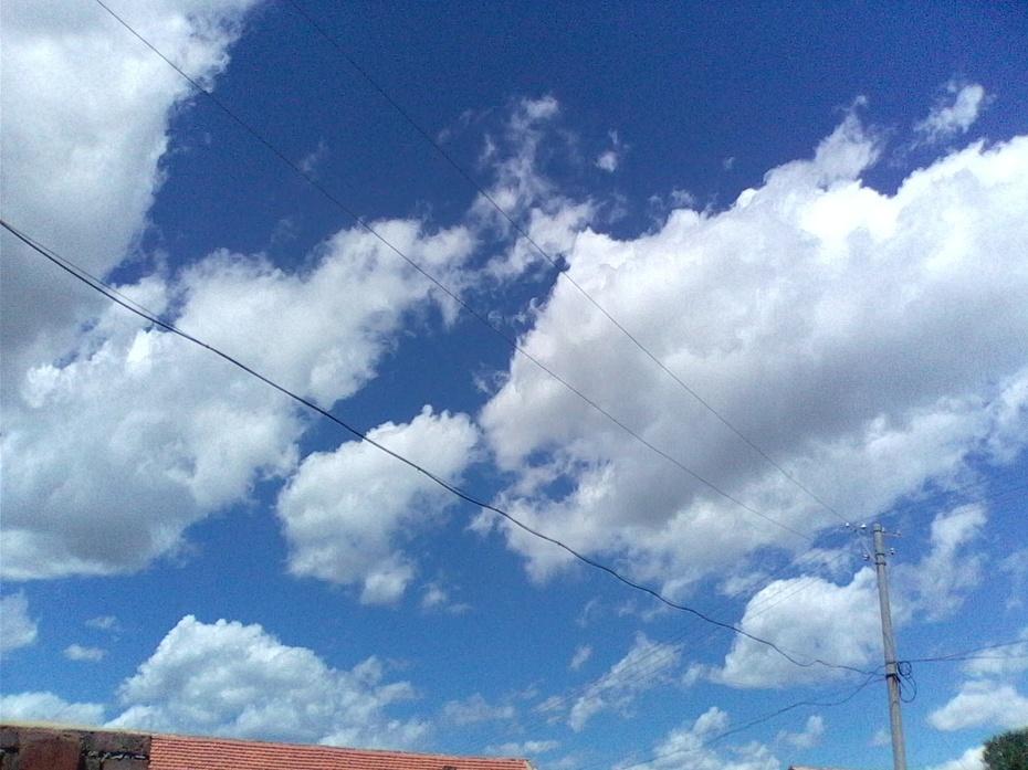 蓝天白云惹人醉(原创散文) - 泉水叮咚 - 泉水叮咚