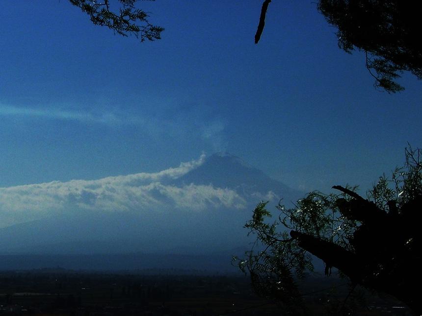 小教堂和大火山 - sihaiyunyou - sihaiyunyou的博客