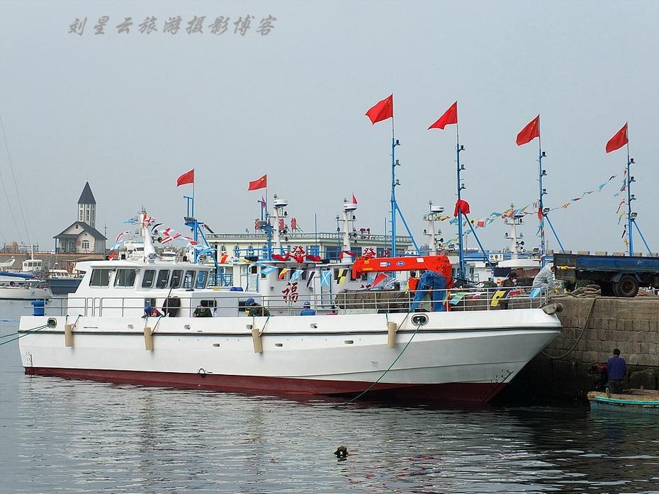 山东威海小石岛码头渔船游船实拍