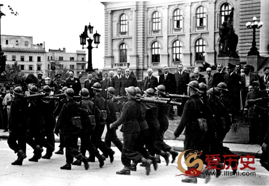 1944年南斯拉夫傀儡政权的盛大阅兵 - 爱历史 - 爱历史---老照片的故事