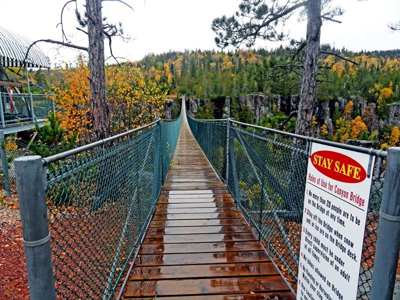 加拿大安大略奥秘(Ouimet Canyon)峡谷公园和鹰谷峡(Eagle Canyon)索道,吊桥 - sihaiyunyou - sihaiyunyou的博客