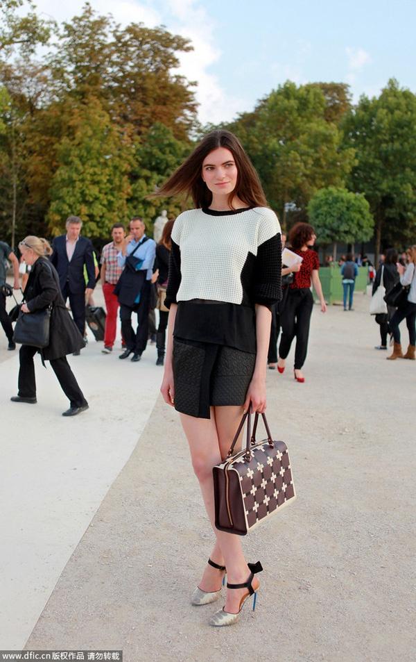 时装周街拍 十款超模最爱手袋 - VOGUE时尚网 - VOGUE时尚网