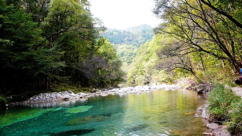 原生态风景区位于秦岭南麓腹地