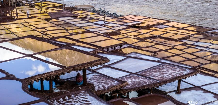 纳西女人创造的世界奇观:芒康千年盐田 - 余昌国 - 我的博客