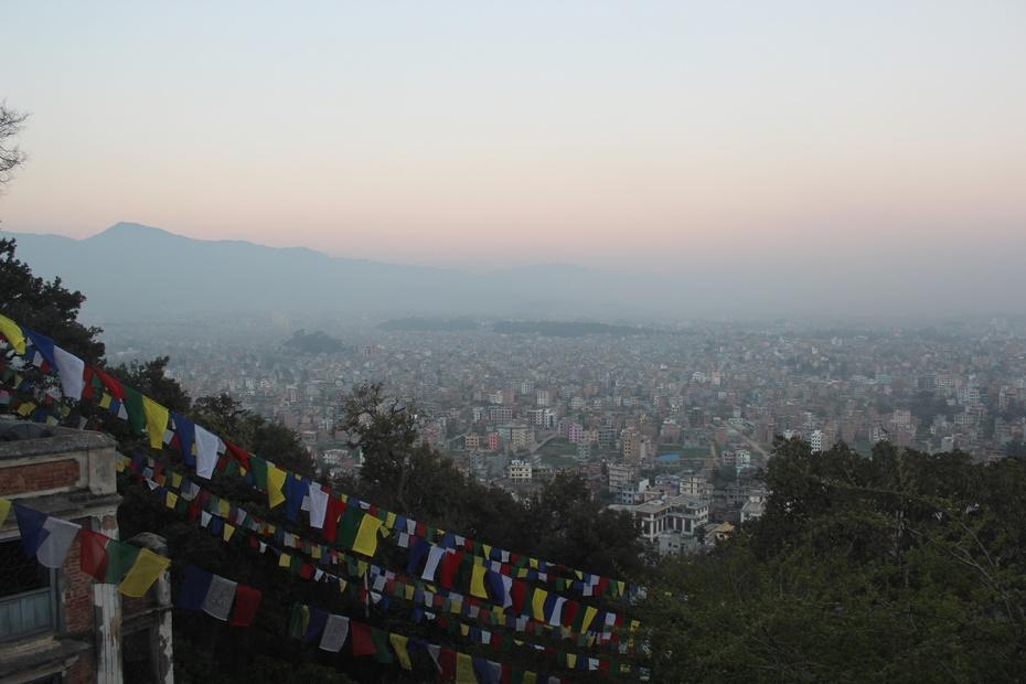 """""""50""""团游印度,尼泊尔七:斯瓦扬布佛塔及尼泊尔大餐"""
