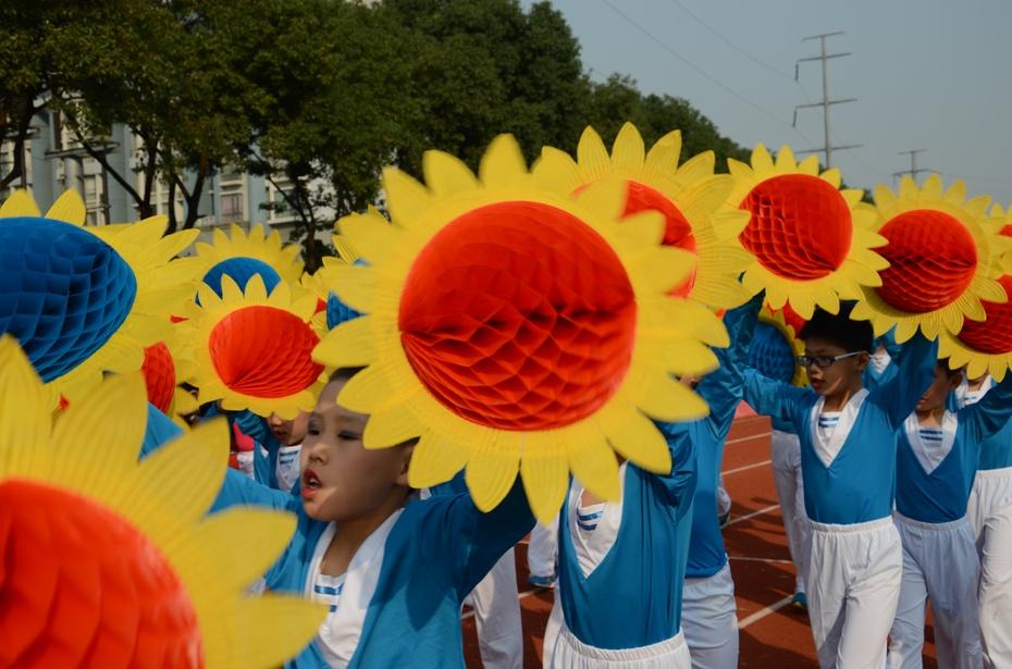 运动会报道——方阵表演 - 小小向日葵 - 小 小 向 日 葵