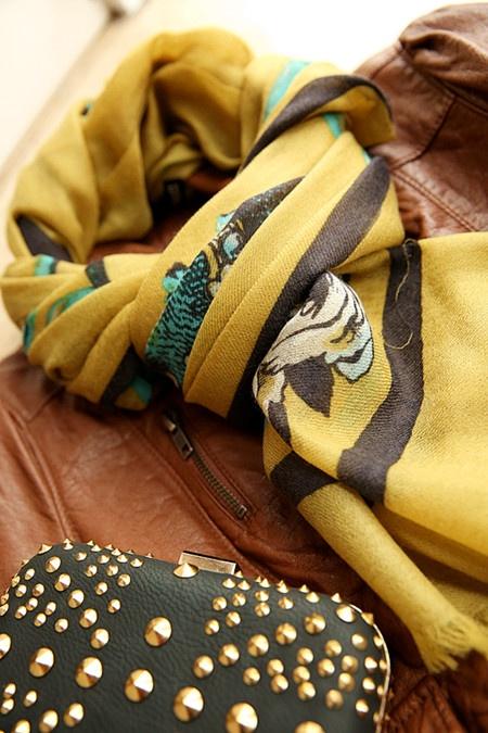 羊绒超大方巾的系法图解