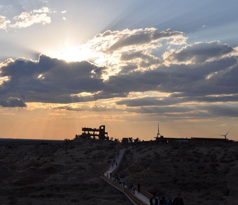 新疆最美的落日--五彩滩大漠落日 - 海军航空兵 - 海军航空兵