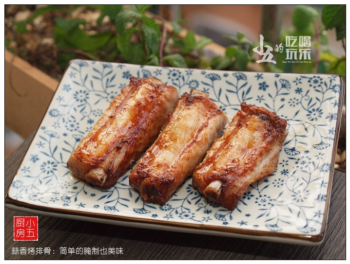 蒜香烤排骨:简单的腌制也美味