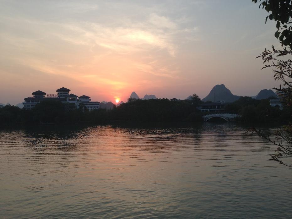 桂林榕湖:绚烂晚霞令人醉 - 余昌国 - 我的博客