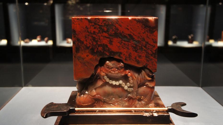逛博物馆赏精美桂林鸡血玉 - 余昌国 - 我的博客